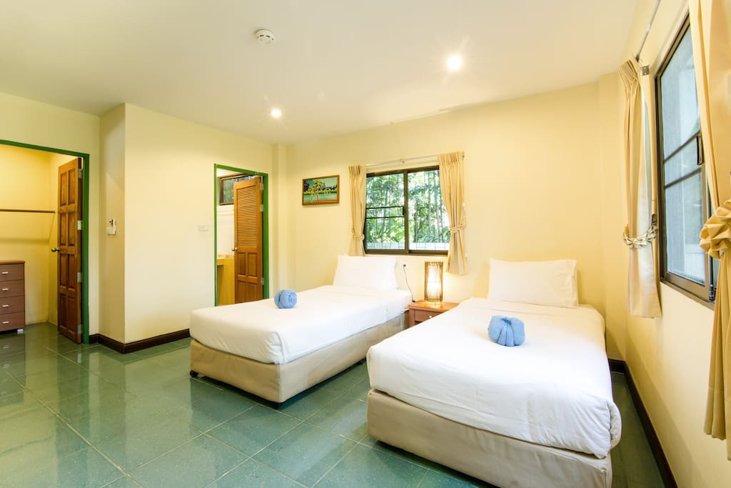 Guestroom - 2 single beds