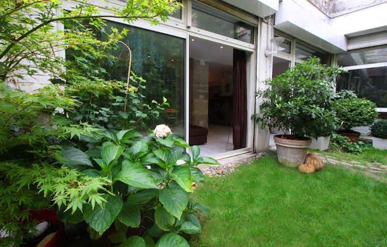 Designer lof in garden