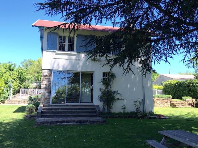 Mooi vrijstaand huis met zwembad. - Sant-Denis - Casa