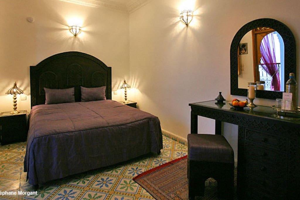 Riad mouna chambre priv e violette bed breakfasts for for Chambre violette