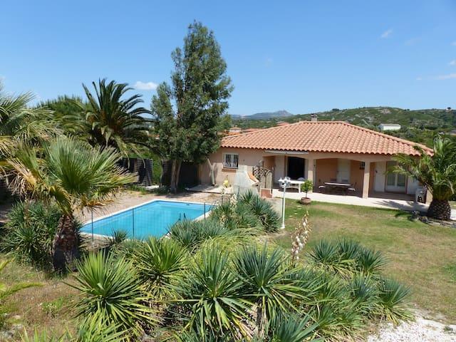 Maison avec piscine près Perpignan. - Estagel - Huis