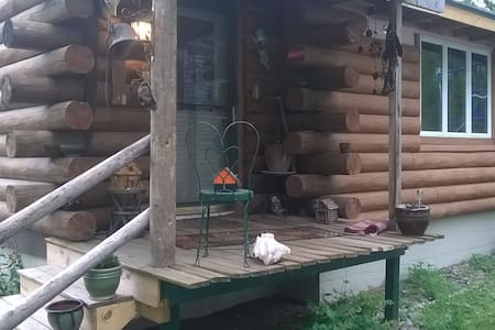 Rustic Log Cabin by Lake Kegonsa - Stoughton - Cottage