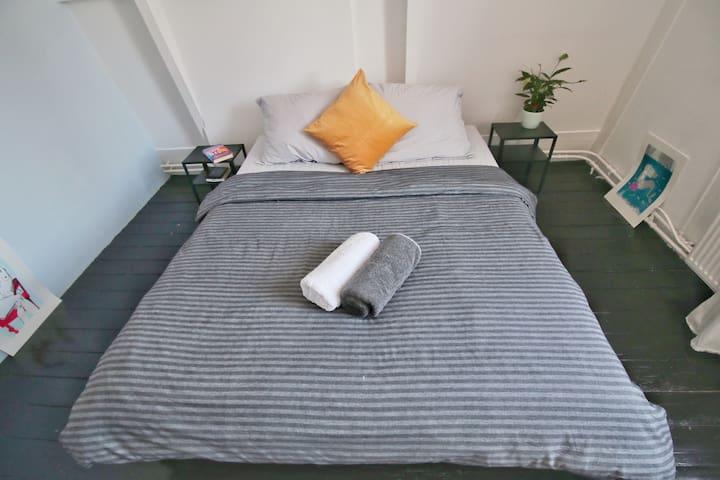 Double Bedroom in Central/Jordaan area