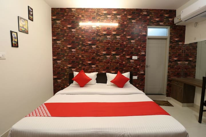 Couple friendly Room for 2 @ HRBR, Kalyan Nagar