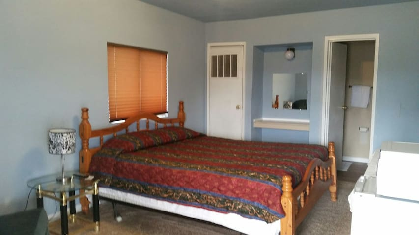 Private bed + bathroom in Coalinga! - Coalinga - Appartement