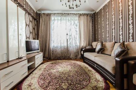 Уютная квартира в центре города рядом с метро - Алматы