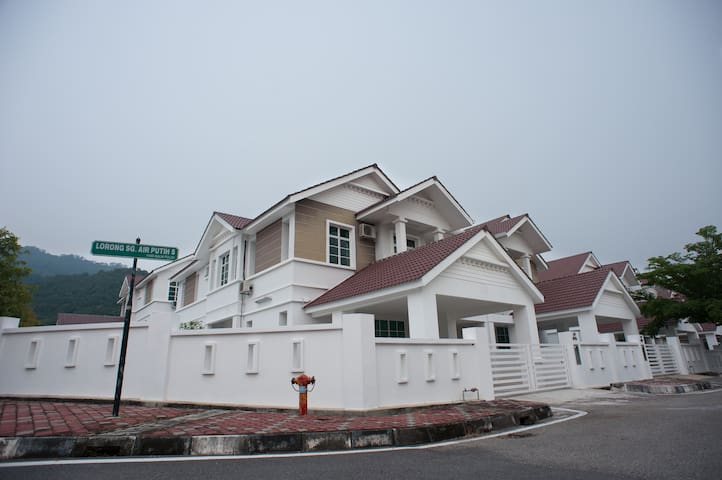 Simple Comfortable Semi-D Homestay - Balik Pulau - House
