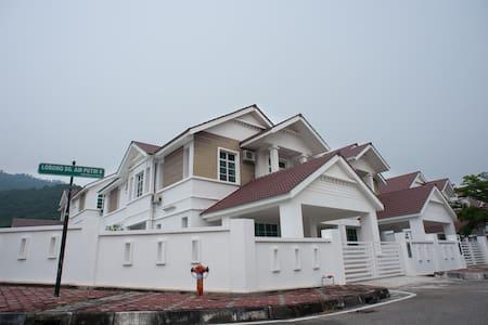 Simple Comfortable Semi-D Homestay - Balik Pulau