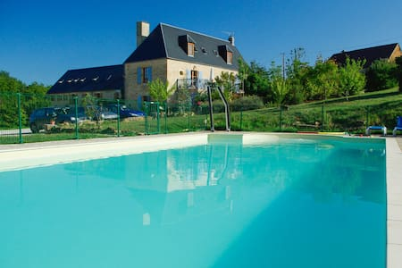 Charming gite with swimming pool - Veyrignac