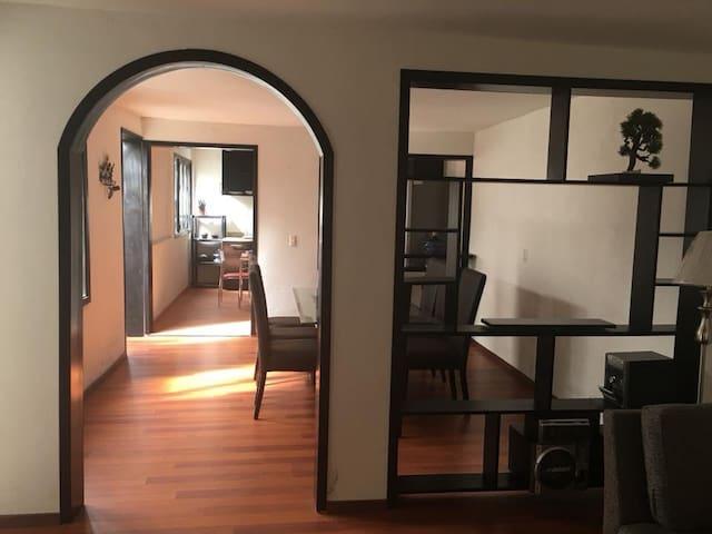 Comoda casa, amplia, céntrica y de un solo piso