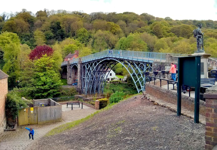 7.Cottage in Picturesque Ironbridge
