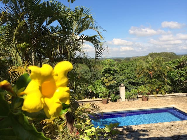 2 Eco-Friendly Vacation Homes Just Outside Jaco - Jaco - House