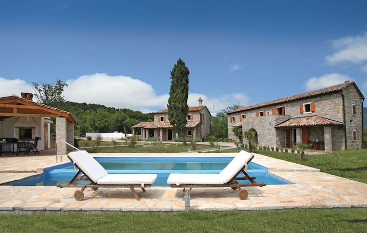 Villa:  2 Steinhäuser und Poolhaus - Zankovci - Vila