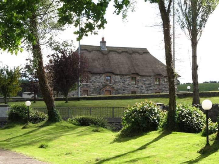 An Maide Ban, Cootehill