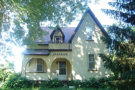 Peaceful 1860's Farmhouse 35min from downtown - Kinburn - Haus