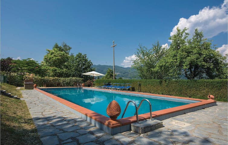 Holiday cottage with 1 bedroom on 80m² in Camporgiano -LU-