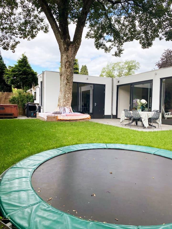 Villa aan bosrand (Arnhem)