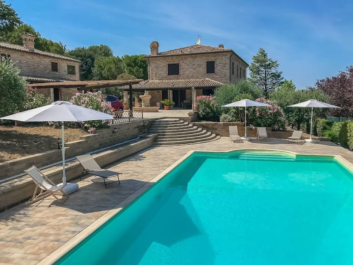 Exclusive villa with swimming pool for 8 people 500 meters to the sea