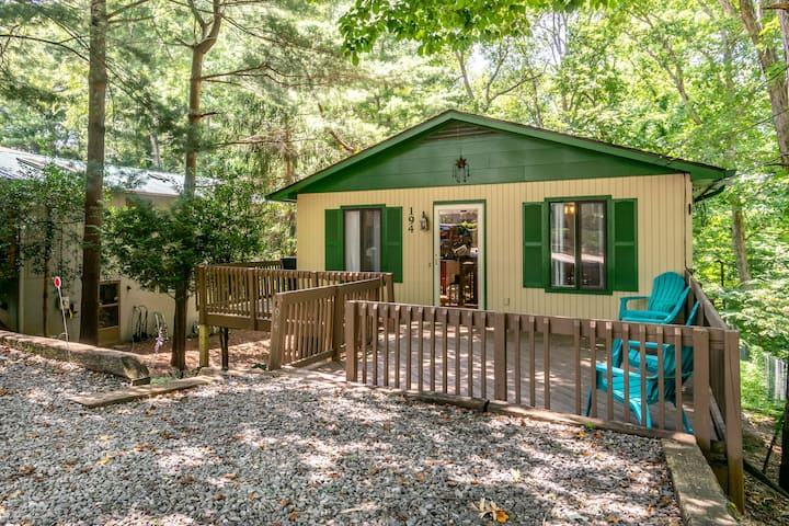 Comfy and Convenient South Asheville Getaway