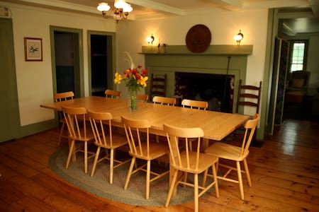 Berkshire Farmhouse near Jiminy Peak - New Lebanon - Bed & Breakfast