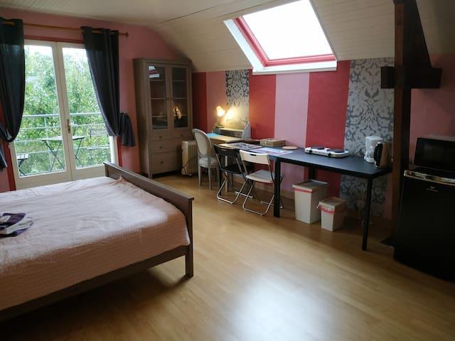 Studio 22 m2 avec terrasse 10 mn de Caen et la mer