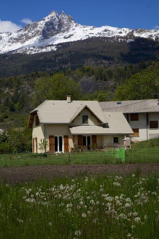 maison entre montagne et lac !!! - Prunières - Casa