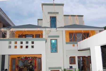 Lago Villa - Home Stay elegante room