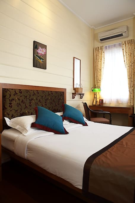 Deluxe  room with air con, free wifi, free mini bar, TV, cable tv, private bathroom