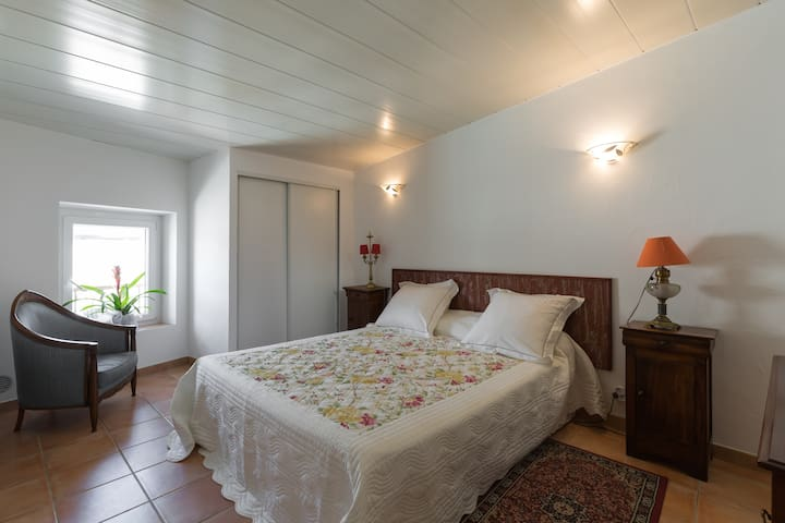 Le Térébinthe - Appartement B&B 2/4 personnes. - Lauris - Bed & Breakfast