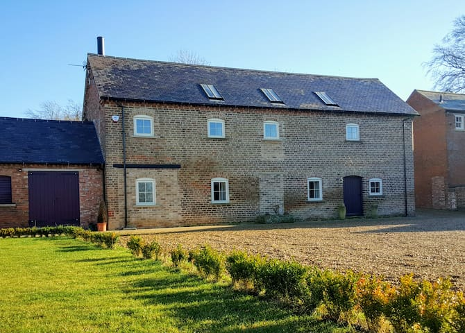 Luxuriously Converted Barn - Stapleford - Hus