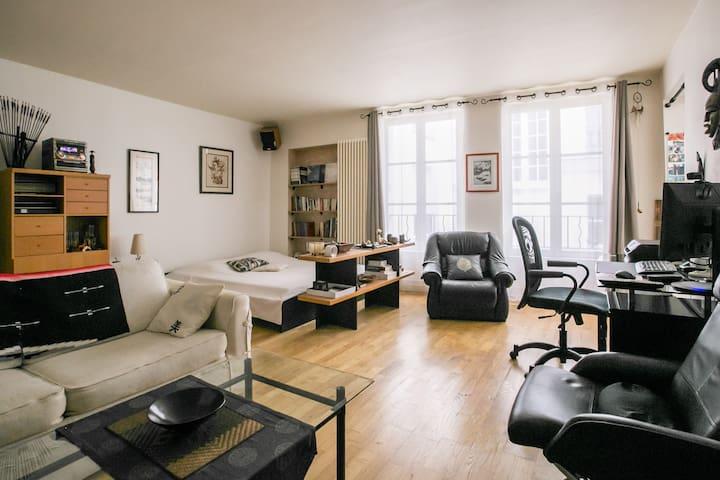 Gran estudio en el centro de París / Montorgueil