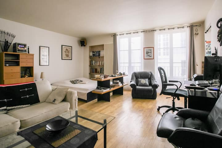 Large studio in the heart of Paris / Montorgueil