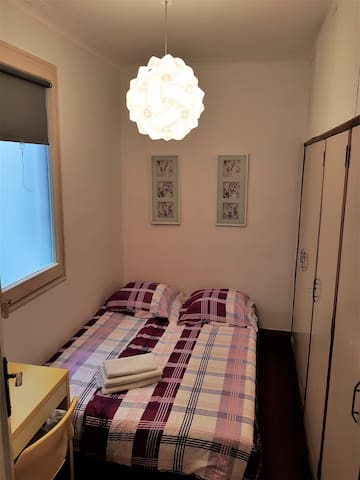Single Room BCN Center in Eixample (Double Bed)