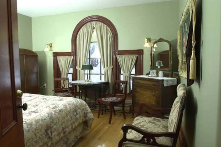 Antique-Filled Bedroom - Queen bed, private bath