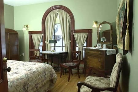 Antique-Filled Bedroom - Queen bed, private bath - Shediac