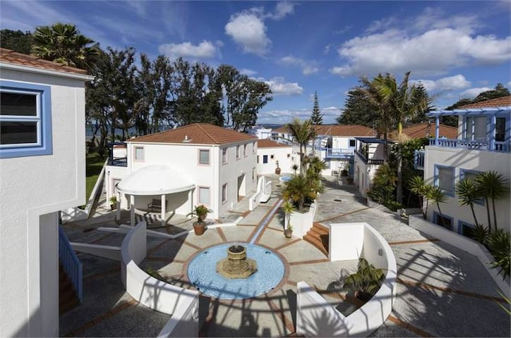 Oceanside apartments - Orewa