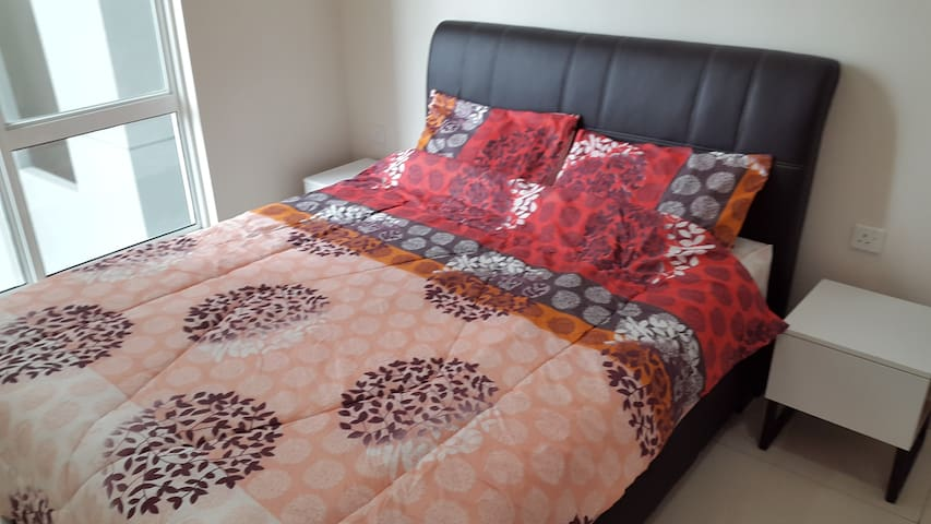 RoomStay 2Pax @ JB Larkin - Bukit Indah - LegoLand