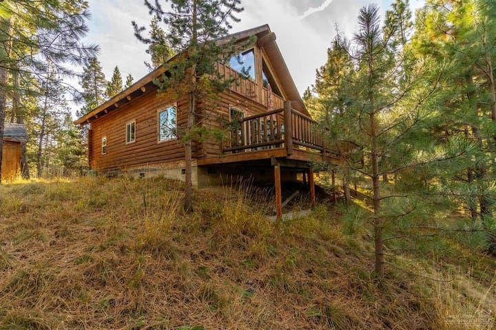 Lovely Sunriver Log Cabin*River Access*25 Min to Mt. Bachelor*Bikes and Kayaks