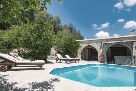 Holiday cottage with 2 bedrooms on 130m² in Miliou Paphos