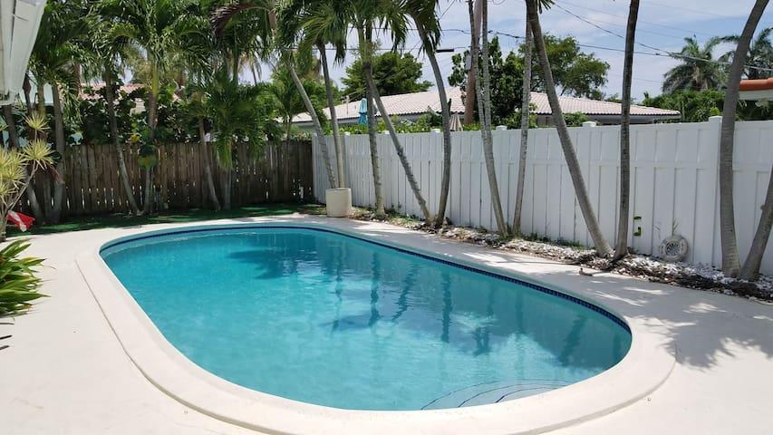 Clean House w/ Pool. Nice Neighborhood. #2