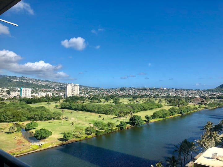 BEAUTIFUL condo with a VIEW in central Waikiki
