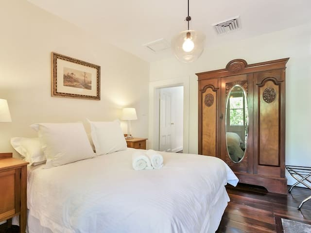 Queen bedroom front room (upstairs)