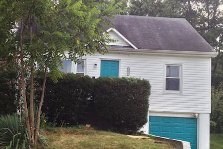 Cute two story near downtown - Jefferson City - Casa