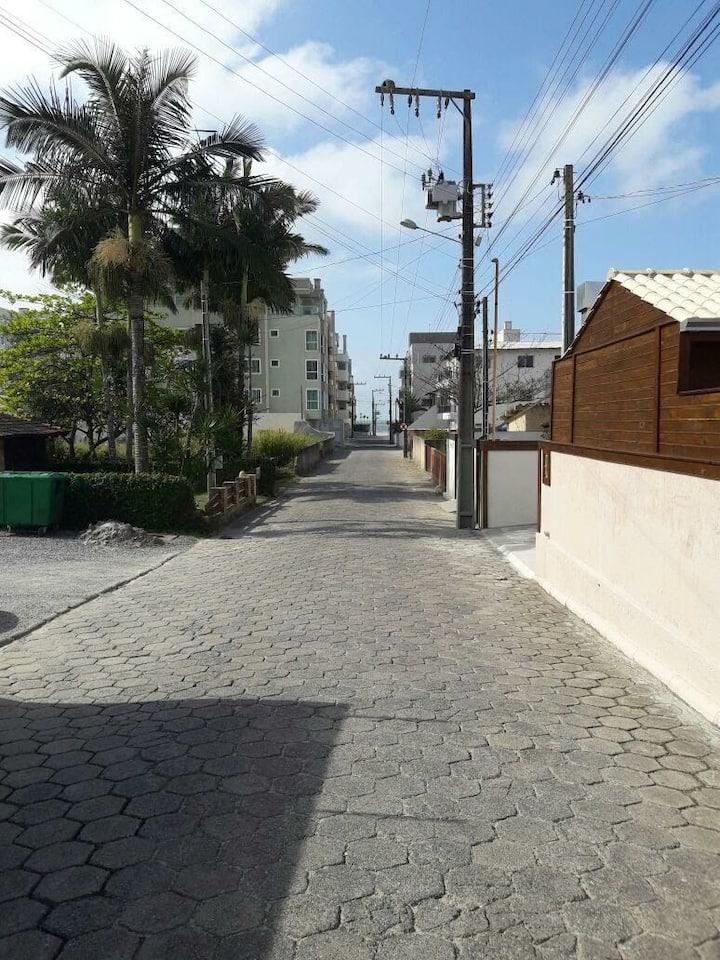 Casa 1 locação temporada em Bombinhas parte frente