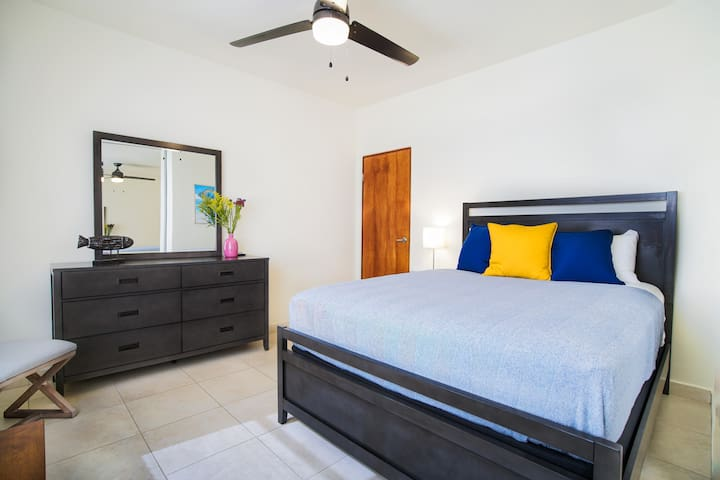 Modern 2BR/Pool(closed) Close to the Best Beaches!