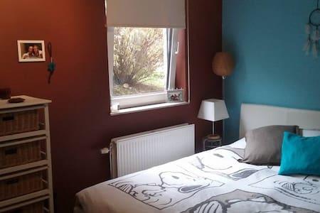 Jolie chambre à proximité de LLN - Mont-Saint-Guibert