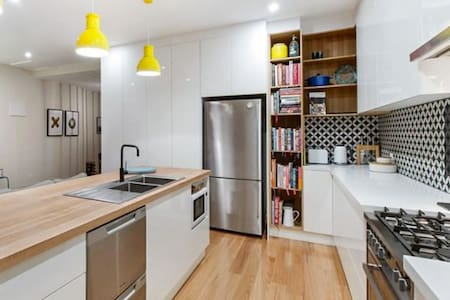 Stunningly Renovated Adelaide Cottage- New Listing - Mile End - House