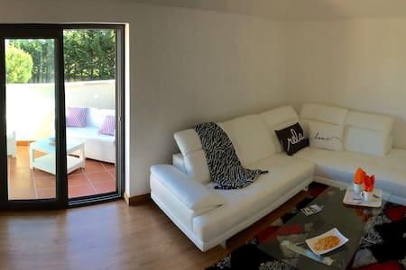 Fab Apartment near Estoril sleeps 4, Pool + Tennis - Кашкайш - Кондоминиум