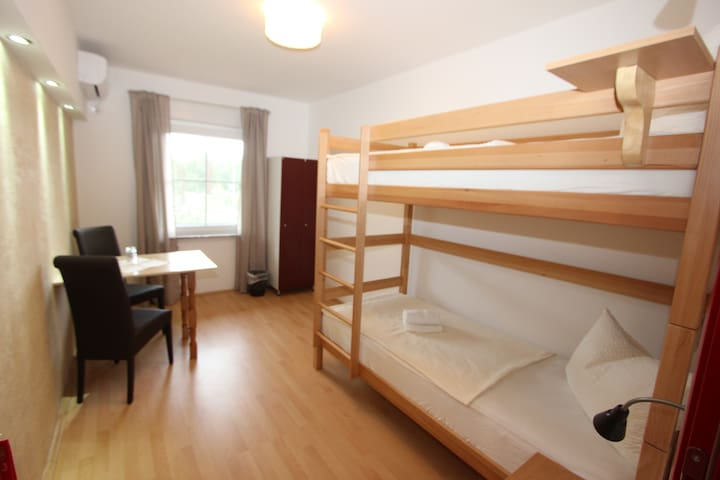 Modern private 2-bed room with A/C - Trebinje - Bed & Breakfast