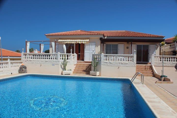 Вилла в Кальяо Сальвахе - Callao Salvaje, Adeje - Villa